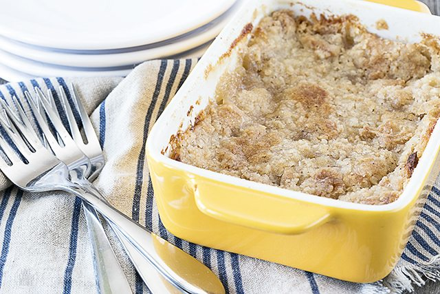 Delicious and Easy Apple Crisp. The crunchy topping paired with the soft apples is a perfect combination. The perfect fall dessert! livelaughrowe.com