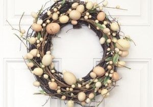 LOVE this simple Easter Wreath -- and it only requires TWO supplies!