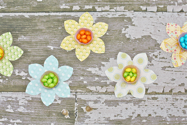 Cupcake Liner Spring Flower Candy Favors with LiveLaughRowe.com #spring #favor #crafts