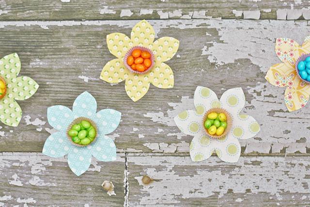 Cupcake Liner Spring Flower Candy Favors with LiveLaughRowe.com #spring #favor #crafts