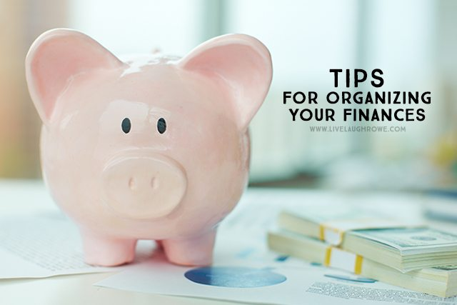 Fantastic tips for Organizing your Finances -- also includes a resource spreadsheet! livelaughrowe.com