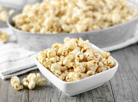 The BEST and easiest Homemade Caramel Popcorn recipe. Would you believe that you can make this caramel popcorn in the microwave in about TEN minutes? Yep! What are you waiting for? Recipe at livelaughrowe.com