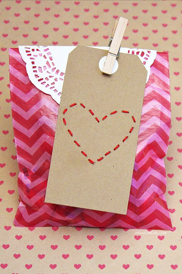 Darling Stitched Heart Valentine Tags! Grab some embroidery floss and a plain gift tag to create homemade gift tags. livelaughrowe.com
