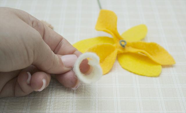 DIY Felt Daffodils