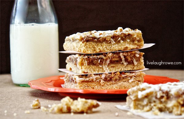Delicious French Vanilla Dream Bars with livelaughrowe.com