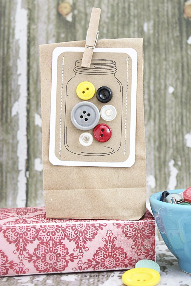 DIY Jars of Buttons handmade gift tags -- a perfectly fun and vintage embellishment for gifts!