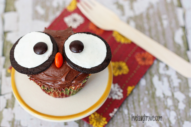 Adorable Owl Cupcakes.  Recipe at livelaughrowe.com