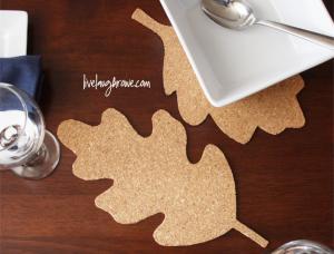 A fabulous hostess gift. DIY Cork Trivets wtih livelaughrowe.com