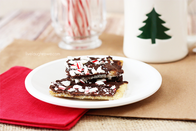Mouthwatering Peppermint Cookie Bark via livelaughrowe.com