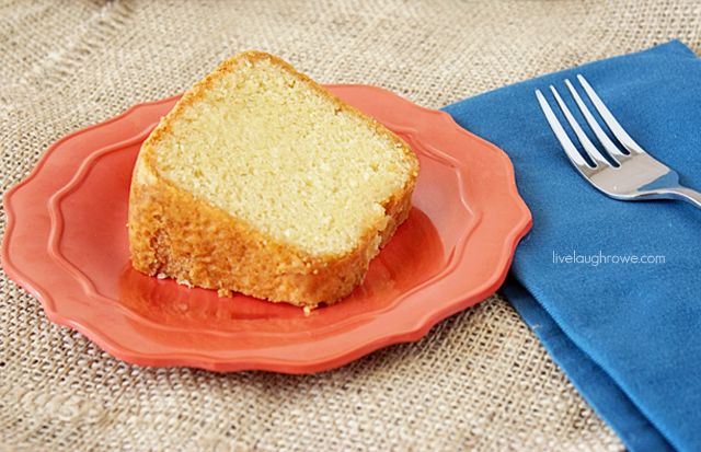 Sweet Cream Vanilla Pound Cake with livelaughrowe.com #poundcake