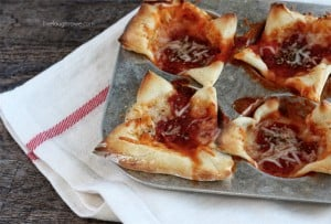 A fun twist on Pepperoni Pizza.  Pepperoni Pizza Cups with livelaughrowe.com