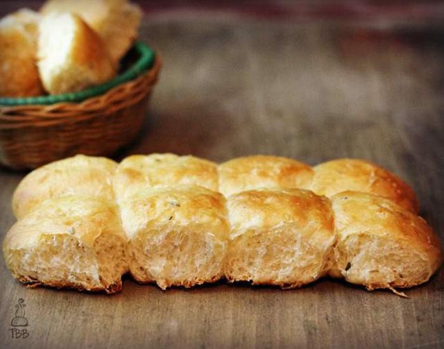 Rosemary-and-Sea-Salt-pull-apart-rolls