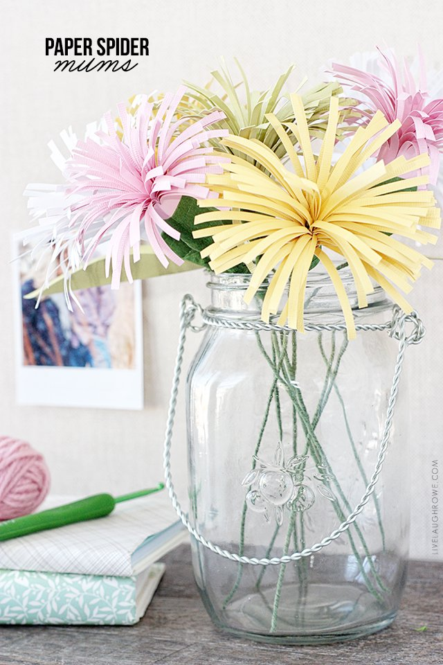 Beautiful Paper Spider Mums make the perfect spring bouquet! livelaughrowe.com