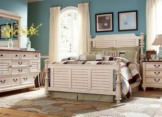 Nice The wall color pliments this Southport bedroom set perfectly Southport Line by Havertys