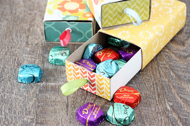 Fabulous way to show mom how sweet she is! DIY Box of Chocolates