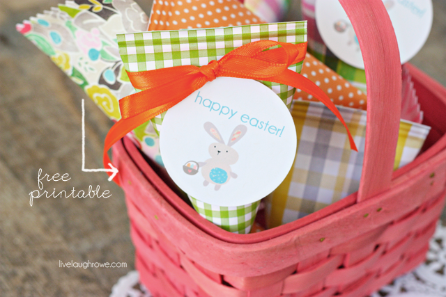 Super easy Easter Treat Holders with printable. Perfect last minute favor too!