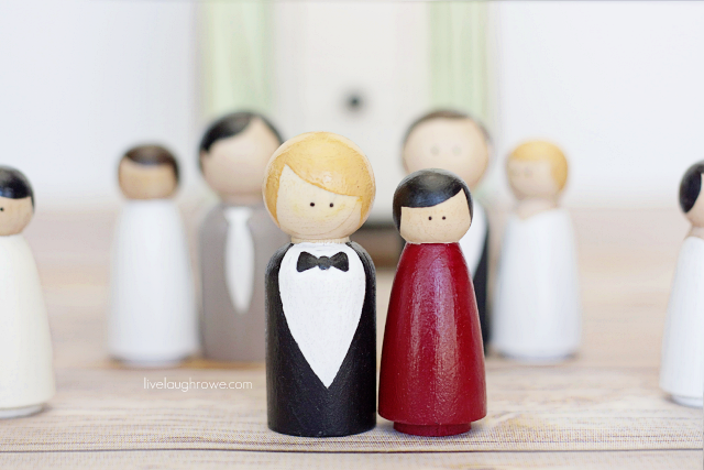 Going to the chapel and were going to get married with these adorable DIY Wooden Cake Toppers