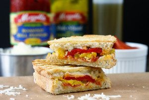 Love pizza and paninis? Bring the two together for pure bliss! Pizza Panini Recipe with livelaughrowe.com