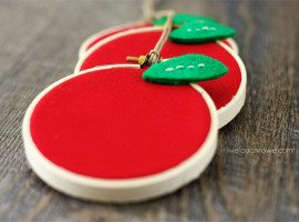 Adorable Apple Hoop Art! A 15 minute craft that is perfect for Back to School preparations or Teacher Appreciation gifts.