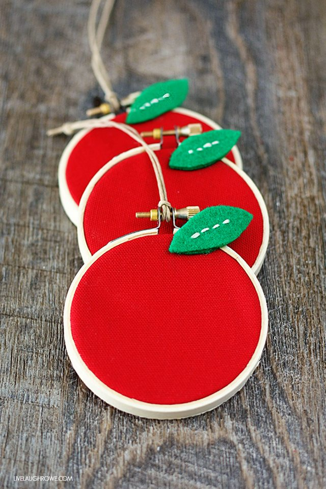 Super fun Back to School Craft! Perfect for teacher gifts too. DIY Apple Hoop Art. Tutorial with livelaughrowe.com