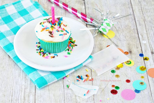 Rainbow Chip Cupcakes.  DIY Sprinkle Packets