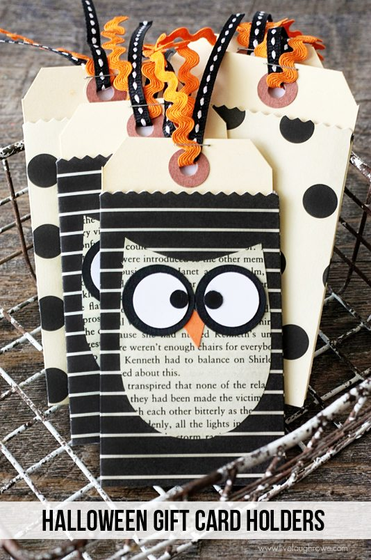 Give a sweet Halloween treat in the form of a gift card with this DIY Halloween Gift Card Holders.  www.livelaughrowe.com #halloween #giftcardholder