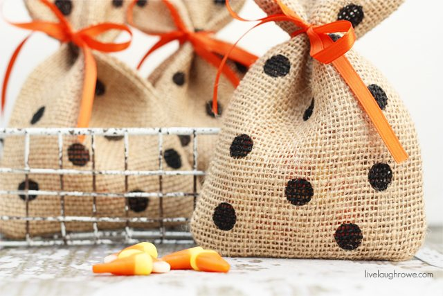 Perfectly festive! DIY Halloween Treat Bags that you can use for all kinds of treat giving. Tutorial at livelaughrowe.com