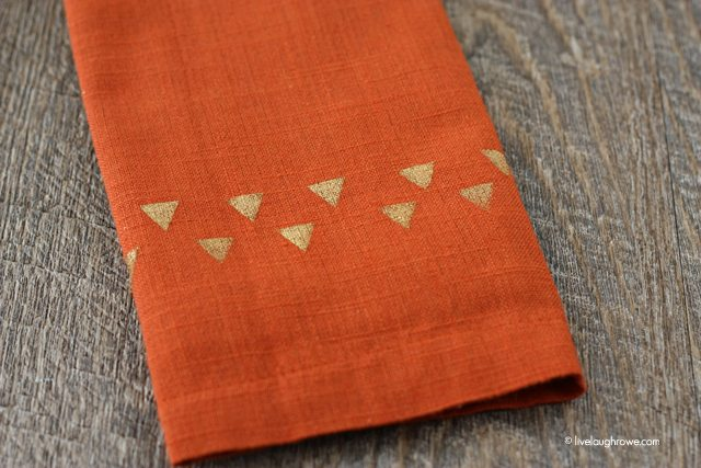 Tribal Stenciled Napkins. Simple yet lovely...