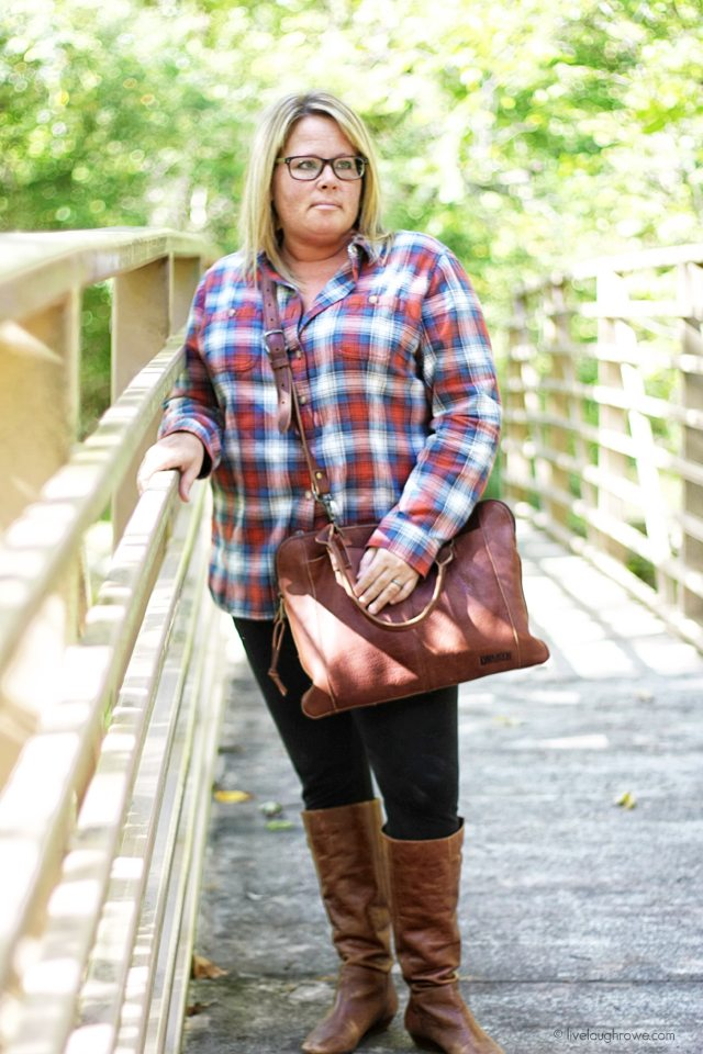 Flannel shirts from Duluth Trading Company! Perfect and trendy pieces for fall fashion. Love the leather portfolia bag too! www.livelaughrowe.com #wiww #flannel
