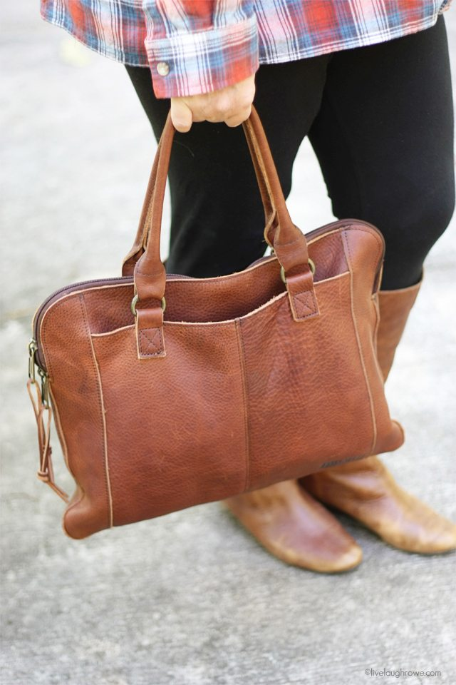 A fall essential for me are bags that can carry my workload -- laptop or ipdad and more!  Isn't this Leather Portfolio Bag from Duluth amazing?  www.livelaughrowe.com #wiww