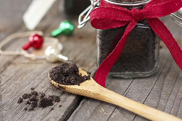 All-natural Chocolate Sugar Lip Scrub! The perfect homemade gift for your girlfriends that is delicious and a gentle exfoliator. www.livelaughrowe.com #sugarscrub #chocolate