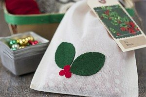 Holly Berry Muslin Gift Bags