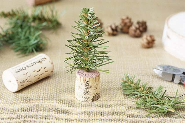 Assembling the Simple Wine Cork Trees!  www.livelaughrowe.com