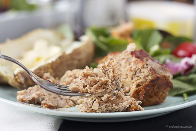 Moist and delicious Mini Turkey Meatloaves you can have on the table in less than 45 minutes! www.livelaughrowe.com