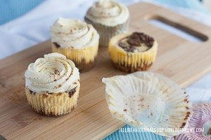Delicious and Bite Size! Cinnamon Swirl Mini Cheesecakes via Jelli Bean Journals for www.livelaughrowe.com #dessert