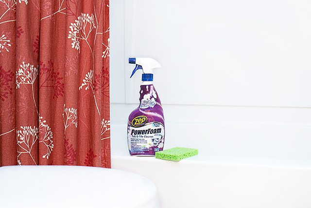 Bathroom Cleaning Tips to help you work smarter, not harder.  We all like to keep things manageable, right? livelaughrowe.com