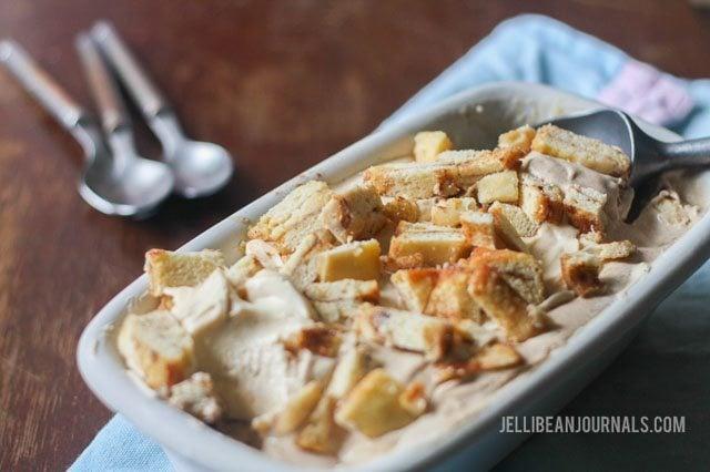 Homemade Cinnamon Roll Ice Cream by jellibeanjournals.com