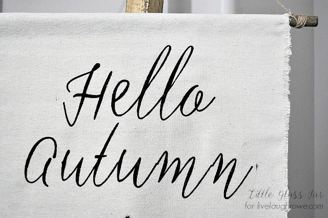 DIY Autumn Banner! A sweet addition to your fall decor. Tutorial at livelaughrowe.com