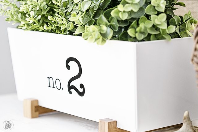 Turn a boring plant holder into a more decorative piece by adding a text or number in vinyl! Indoor Plant Holder -- party of the Styled x3 series. www.livelaughrowe.com