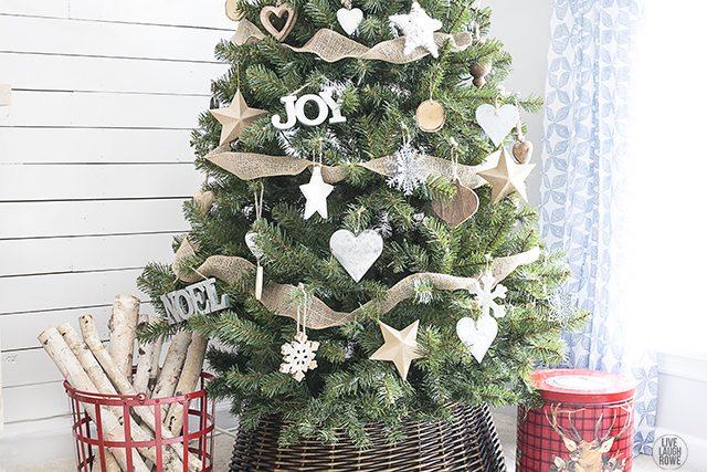 Resultado de imagem para rustic christmas tree