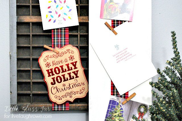 DIY Christmas Card Display. A fun and festive way to display your holiday cards this season by Little Glass Jar!