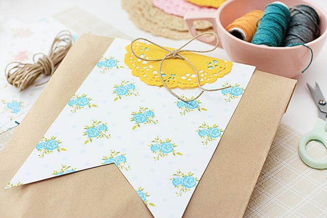 Wrap a gift creatively or hang a pennant banner in your home with these darling floral printable pennants. livelaughrowe.com