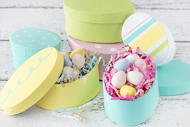 These Easter Gift Boxes are colorful and perfect for gifting a sweet treat or toy! Tutorial at livelaughrowe.com