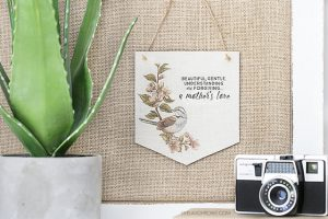 Make this Mother's Day Banner in minutes! A lovely homemade gift for mom with a sentimental saying too. livelaughrowe.com