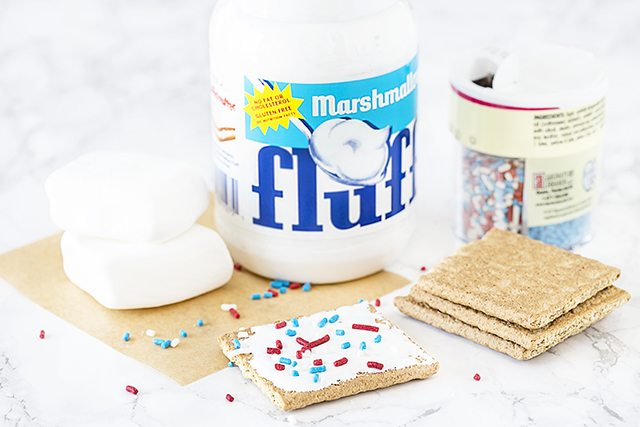 Need a kids s'more recipe? These s'mores will do the trick, they're packed with flavor -- and sprinkles. livelaughrowe.com