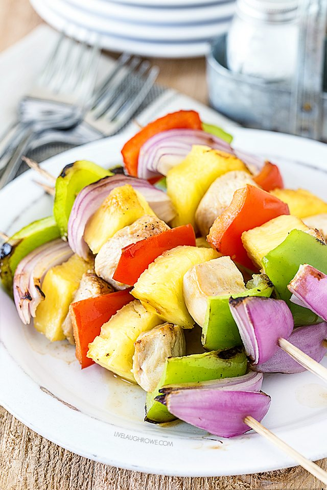 This Hawaiian Chicken Kabob Recipe is amazing! Super delicious and on the skinny side. livelaughrowe.com