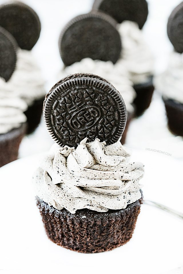 These Oreo Cupcakes with Cookies and Cream Frosting will not disappoint -- each cupcake contains TWO Oreos. It's a chocolate lovers dream. livelaughrowe.com