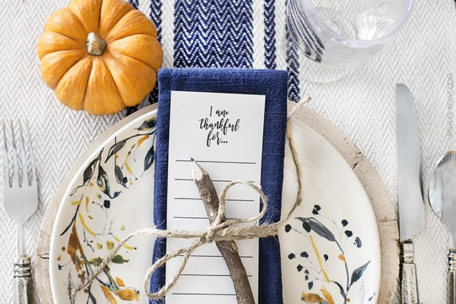 Beautiful and simple fall tablescape. livelaughrowe.com