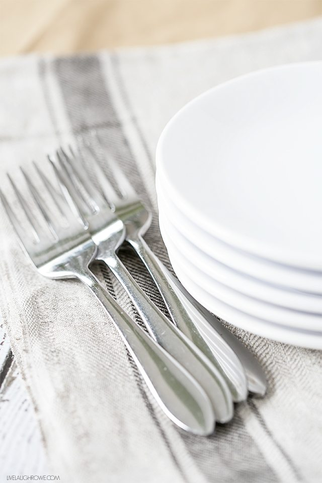 Check out these 10 Tips on how you can be the Hostess with the Mostess -- year round! livelaughrowe.com