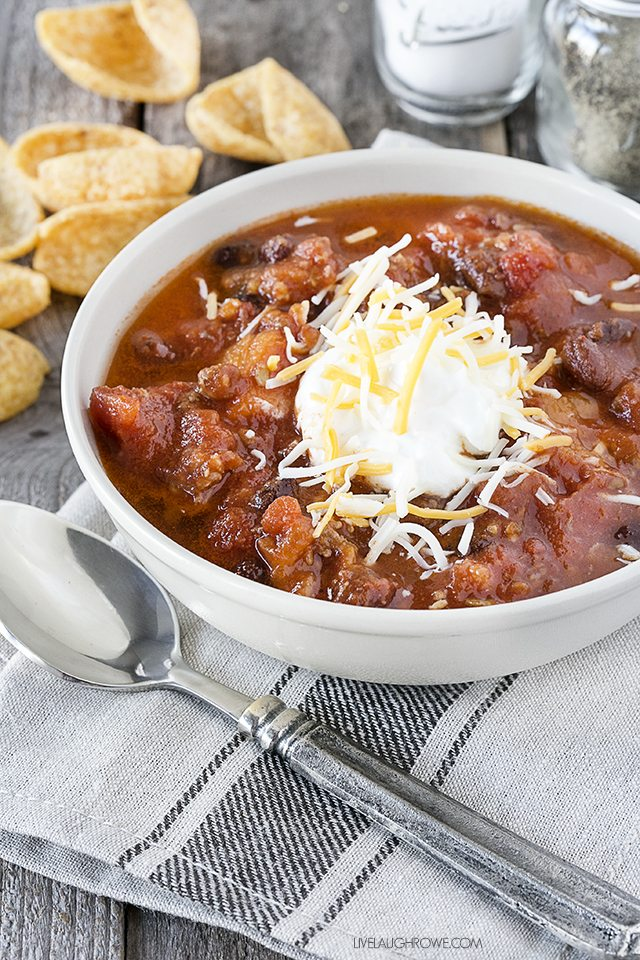 A delicious combination of flavors in this slow cooker Sausage and Sweet Potato Chili. livelaughrowe.com